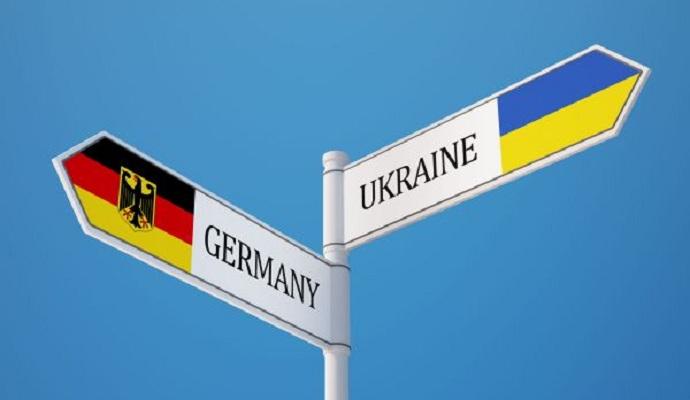 ФРГ продолжит прилагать усилия для разрешения ситуации в Украине - дипломат