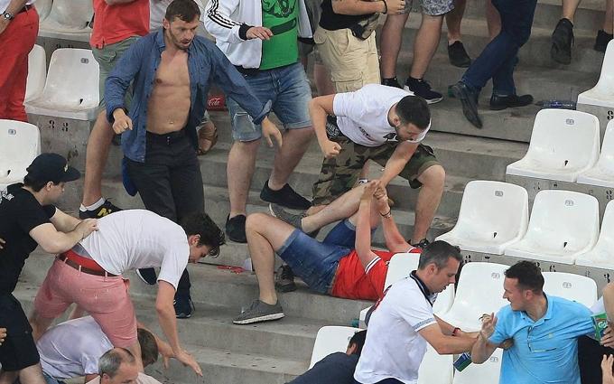 У мережі обговорюють новий ролик з бійкою росіян на Євро-2016: опубліковано відео