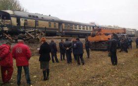 Під Вінницею страшна аварія з пасажирським поїздом, є загиблі: з'явилися фото