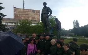 Через пам'ятник ватажкові бойовиків ЛНР сепаратисти пересварилися