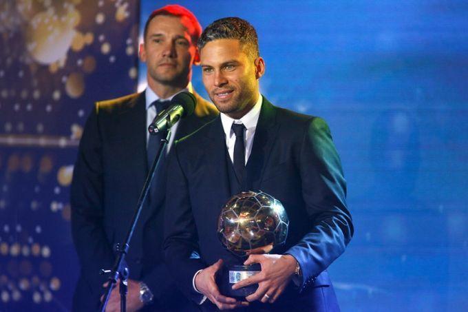 Футбольные звезды Украины-2017: появилось видео награждения лучшего игрока года