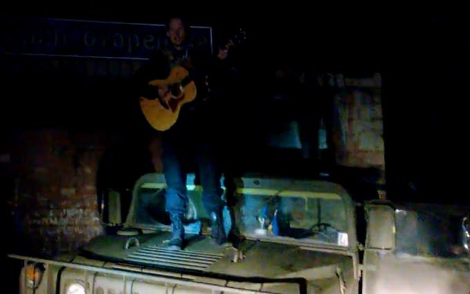 Украинский певец выступил на передовой АТО: опубликовано видео