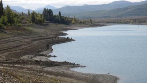 Одне з найбільших водосховищ в Криму рекордно обміліло (1)