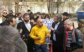 Депутата Найєма в Одесі облили нечистотами (ВІДЕО)