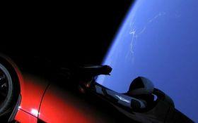 Астрономы показали, как Tesla Roadster летит между звездами: опубликовано видео