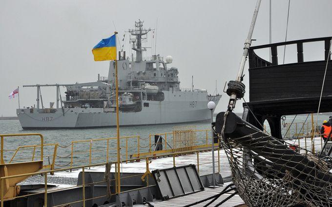 Военный корабль НАТО прибыл на помощь Украине: опубликованы фото с порта Одессы