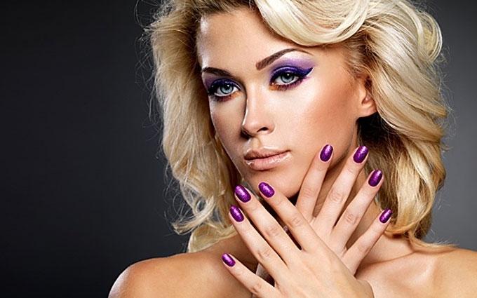 Опасные химикаты обнаружены в ногтях и волосах