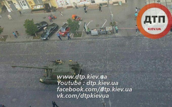Репетиція параду до Дня Незалежності: у Києві знайшли привід розкритикувати військових