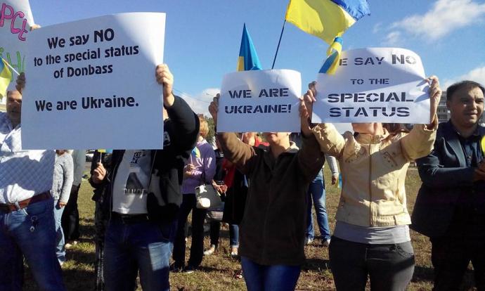 Посланців Меркель і Олланда на Донбасі зустріли жорсткими плакатами: з'явилися фото (1)