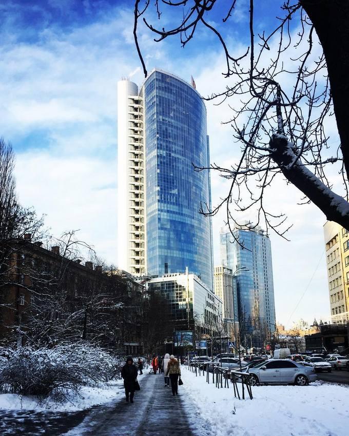 Киев засыпало снегом: в сети опубликованы яркие фото и видео (7)