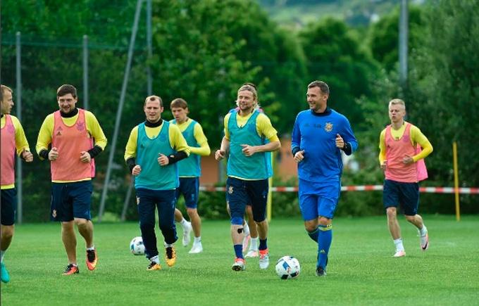Збірна України розпочала інтенсивну підготовку до Євро-2016: опубліковано фото
