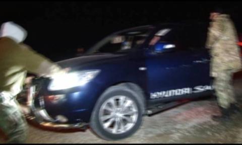 П'яний начальник митного поста намагався прорвати блокаду Криму на позашляховику (фото) (2)