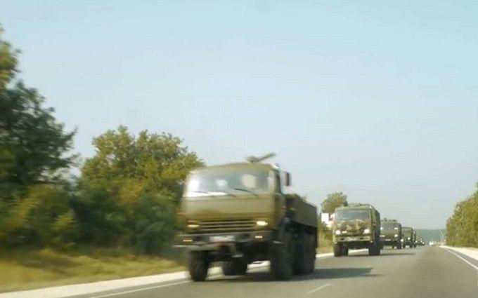 В окупований Крим продовжує йти потік бойової техніки: з'явилося відео