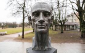 У Вільнюсі встановили пам'ятник борцю з Путыним із зашитим ротом: викладене фото