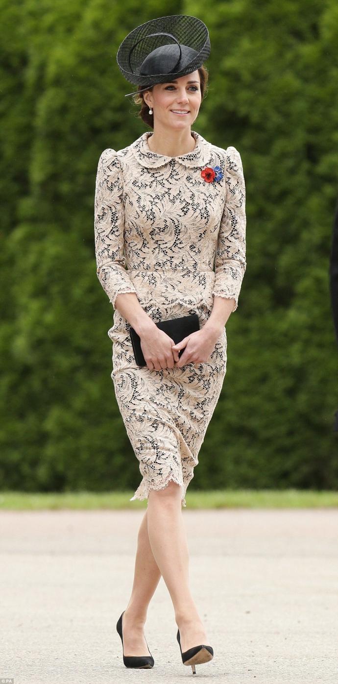 Кейт Міддлтон у мереживному вбранні вшанувала пам'ять загиблих солдат: опубліковані фото (1)