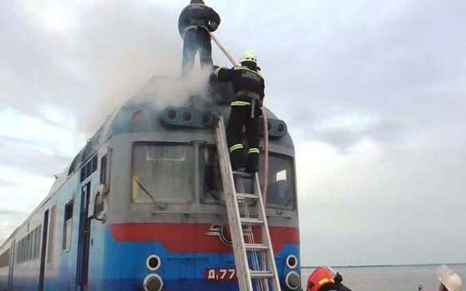 Під Черкасами спалахнув потяг із пасажирами: з'явилися фото і відео (1)