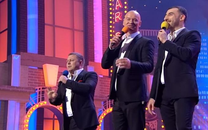 Яценюк стал героем песни про лабутены: опубликовано видео