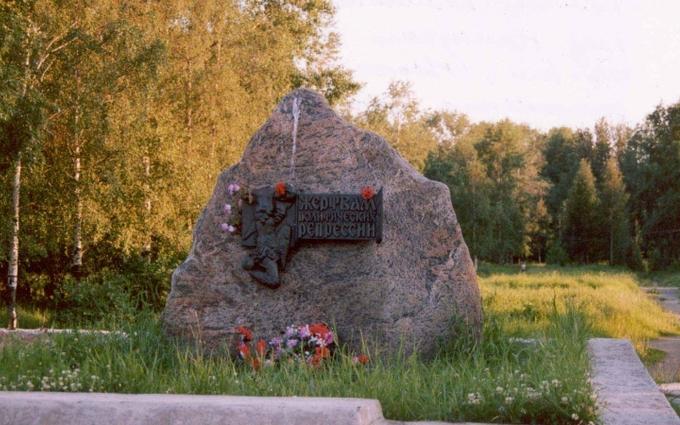 """В России хотят """"почтить"""" жертв репрессий памятником Сталину"""