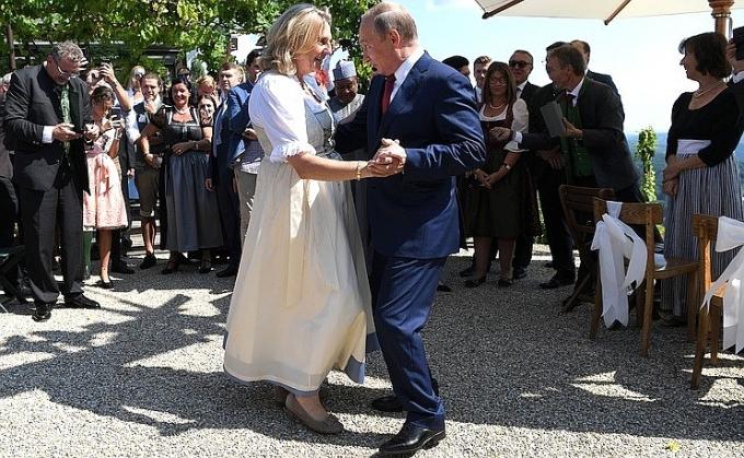 Весілля глави МЗС Австрії: з'явилися фото і відео танцю Путіна з нареченою (1)
