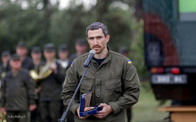 Українських бійців змушували підмітати ліс, а на базу Нацгвардії пускали кого завгодно - Цві Аріелі