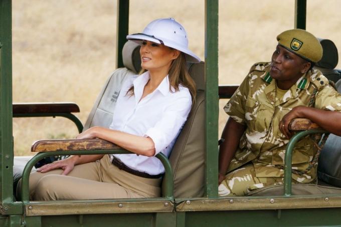 Глобальна помилка: Меланію Трамп розкритикували за наряд під час візиту в Африку (1)