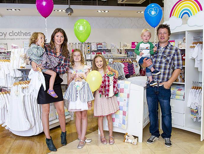 Джеймі Олівер став батьком в п'ятий раз: опубліковані фото (3)