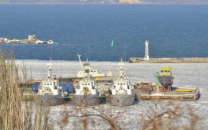 Бойцы неудачи: корабли ВМФ Украины вмёрзли вгавань Одессы