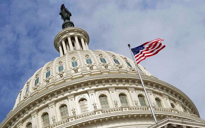 У Конгресі США влаштували сидячий страйк через важливий закон: опубліковані фото
