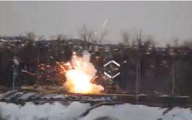 """""""Привітали з 23 лютого"""": опубліковано відео потужного удару ЗСУ по позиції бойовиків на Донбасі"""