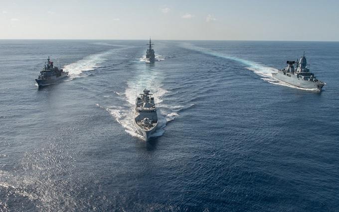Корабли НАТО будут бороться с нелегальной миграцией в Эгейском море