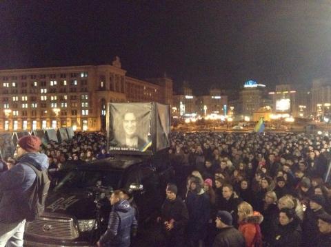 На Майдане собралось 2 тыс. человек почтить память Кузьмы Скрябина (4 фото) (2)