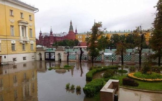 Покруче вашої Венеції: соцмережі вирують через затоплену Москву