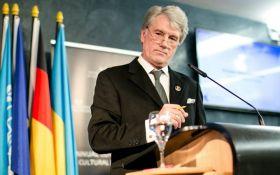 С Ющенко произошел курьезный инцидент в электричке: появились фото