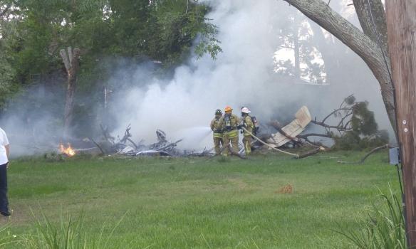 У США літак впав на житловий квартал, є жертви: з'явилися фото і відео (1)