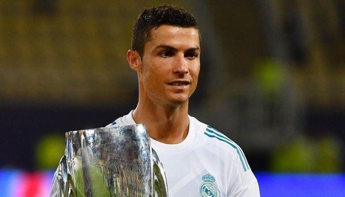 Роналду признан лучшим футболистом года поверсии УЕФА