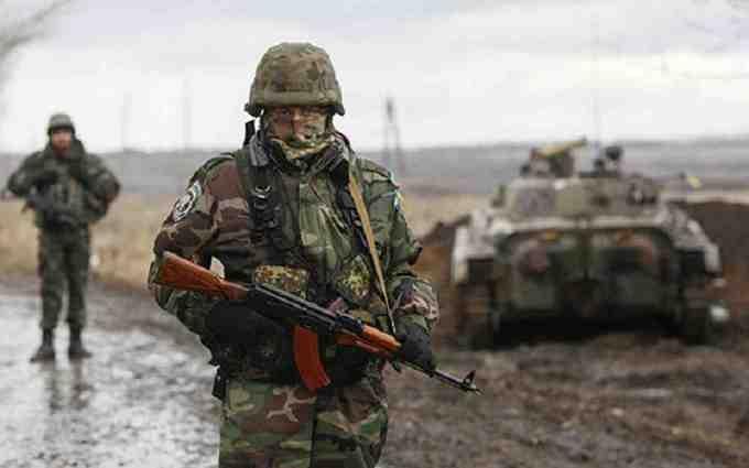 Бійці АТО показали документи бойовиків, загиблих під Дебальцево: з'явилося відео