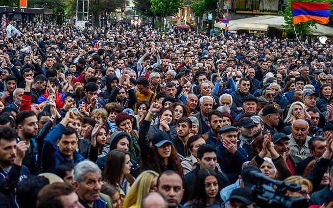 Протесты в Армении выходят из-под контроля: премьер Пашинян призывает прекратить массовые акции