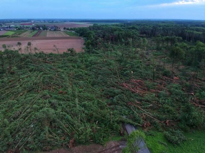 Германией пронесся мощный торнадо: опубликованы шокирующие фото (1)