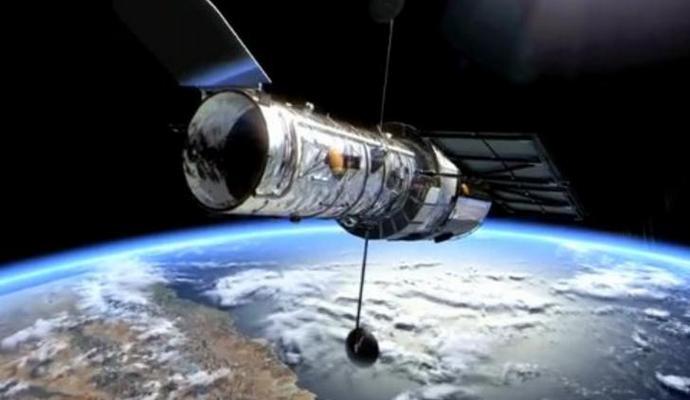 Новое фото телескопа Хаббл - льдисто-голубая туманность