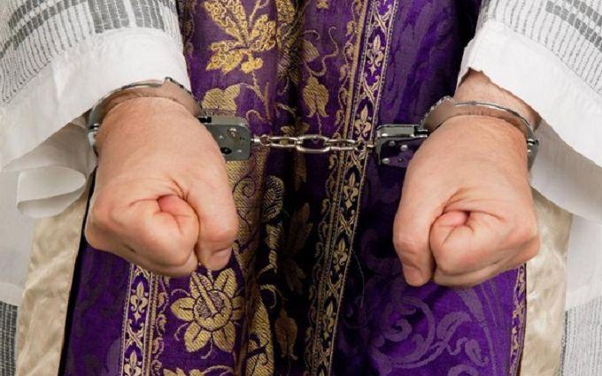 В США священников подозревают в сексуальном насилии над тысячей детей