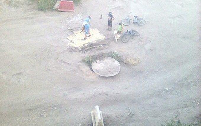У Росії діти полагодили дорогу, над якою влада билася три роки: з'явилися фото