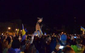 Україна залишилася без Леніна: історик розповів про знесення пам'ятників