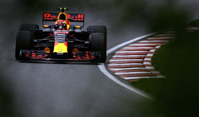Льюис Хэмилтон одержал победу квалификацию Гран-при Малайзии