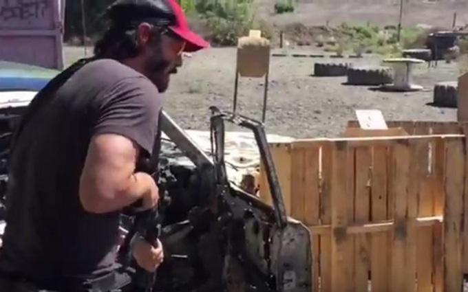 Киану Ривз показал навыки владения оружием: опубликовано видео