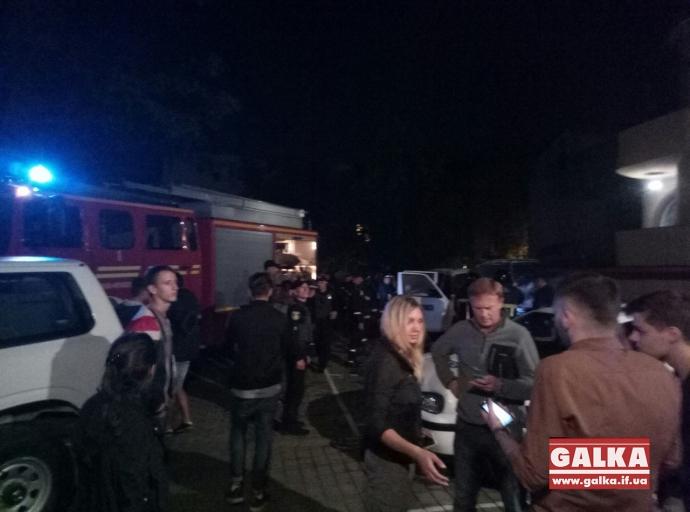 В Івано-Франківську спалили машину ОБСЄ: опубліковані фото (1)