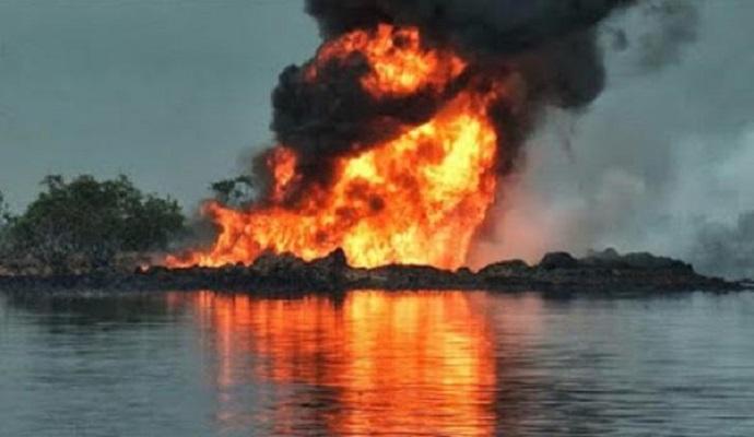 Взрывы на трубопроводах в Нигерии привели к массовому разливу нефти
