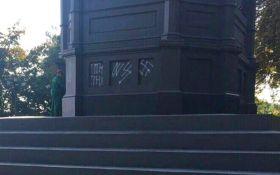У Києві знову осквернили знаменитий пам'ятник: з'явилися фото