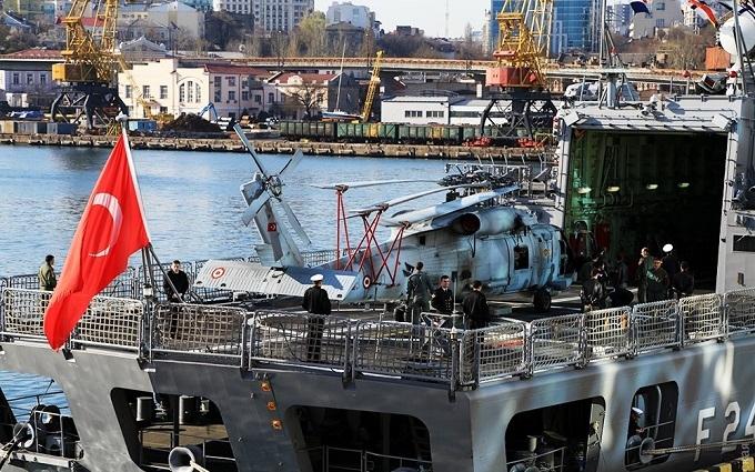 """У Туреччині прояснилася ситуація з 14 """"захопленими путчистами"""" кораблями"""