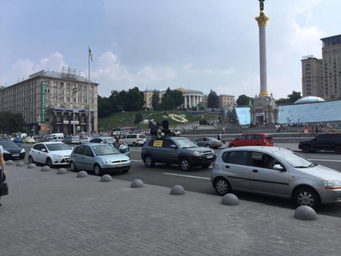 У центрі Києва тролят учасників хресної ходи: з'явилися фото, відео та подробиці (1)