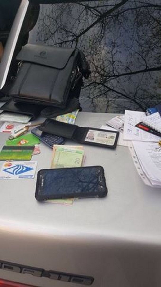 В Херсоне СБУ задержала полицейского на взятке: появились фото (2)